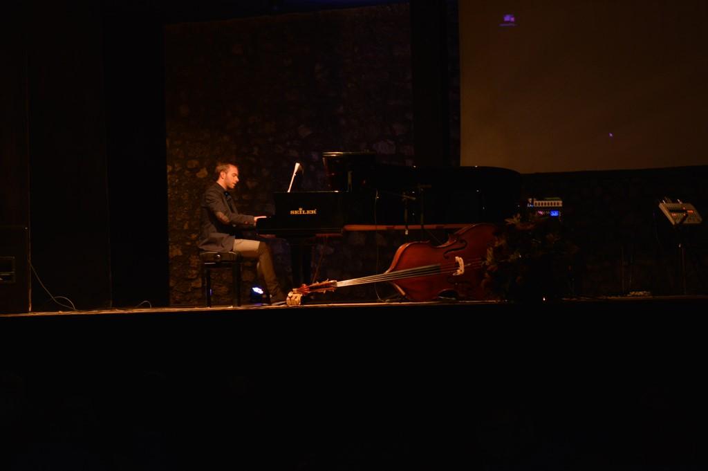 M° Francesco Mammola in un intermezzo musicale
